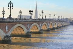 Brücke Pont de Pierre Lizenzfreie Stockbilder