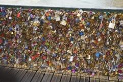 Brücke Pont des Arts in Paris stockbilder
