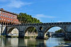 Brücke Ponte Sisto in Rom stockbilder