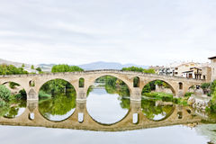 Brücke, Puente La-Reina Lizenzfreie Stockfotos