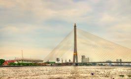 Brücke Rama VIII über dem Chao Phraya in Bangkok, Thailand Stockfotografie