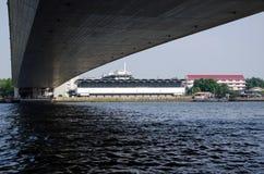 Brücke Rama VIII über dem Chao Praya River in Bangkok Stockfoto