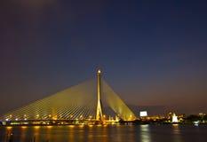 Brücke Rama VIII im Sonnenuntergang Lizenzfreies Stockfoto
