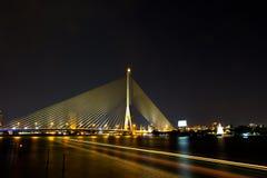 Brücke Rama VIII nachts Lizenzfreies Stockfoto