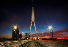 Brücke in Riga nachts Stockbild