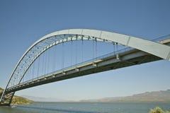 Brücke in Roosevelt See stockfoto