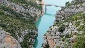 Brücke am See von See von Sainte-Croix stock footage