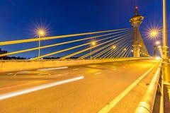 Brücke in Sonnenuntergang Nonthaburi Thailand lizenzfreie stockfotografie