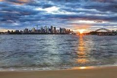 Brücke Sydneys CBD Sun-Horizont stockbilder