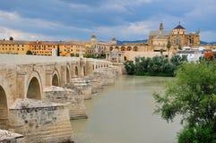 Brücke und alte Stadt von Cordoba Lizenzfreies Stockfoto
