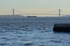 Brücke und Boot Lizenzfreie Stockbilder