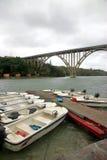 Brücke und Boote Stockbild