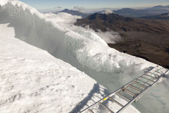 Brücke und Eis bei Cotopaxi Lizenzfreies Stockfoto
