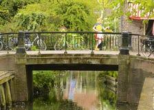 Brücke und Fahrräder in den Niederlanden Lizenzfreies Stockbild