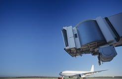 Brücke und Flugzeug am Flughafen Melbourne Australien lizenzfreies stockfoto