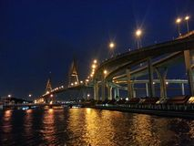 Brücke und Fluss Stockfotos