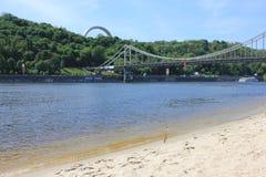 Brücke und Fluss in der Stadt Lizenzfreie Stockfotografie