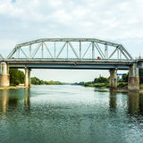 Brücke und Flussbank von Dnestr in Transdniestria, Lizenzfreies Stockbild