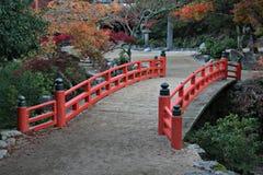 Brücke und Herbst-Farben Stockbilder