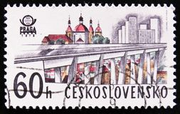Brücke und Kirche in Prag, circa 1978 Stockbild