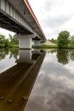 Brücke und Reflexionsansicht lizenzfreies stockfoto