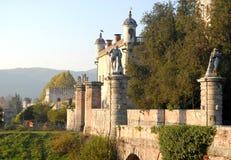 Brücke und Südwände des Schlosses Catajo belichtet durch die Sonne in der Provinz von Padua in Venetien (Italien) Stockbild