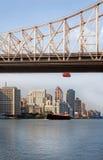Brücke und Schiff Lizenzfreie Stockfotos