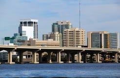Brücke und Skyline Jacksonvilles Florida Stockbild