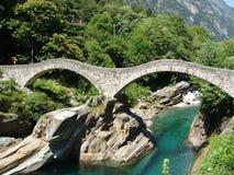Brücke Valle Versazca die Schweiz Pontidi Salti Stockfoto