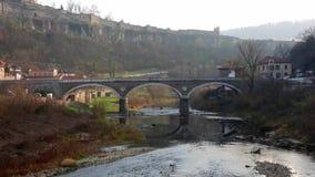 Brücke in Veliko Tarnovo, Bulgarien stock video