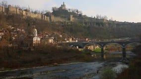 Brücke in Veliko Tarnovo, Bulgarien stock footage