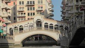 Brücke Venedigs Doha Rialto durch Boot stock video