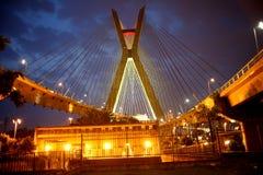 Brücke verschoben auf Kabeln in Sao-Paulo Brasilien stockfoto