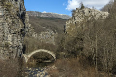 Brücke von Kontodimos, Pindus-Berge, Zagori, Epirus Stockbild