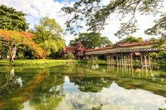 Brücke von Sanam Chandra Palace in Thailand Stockbild