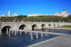 Brücke von Segovia, von Brunnen, von Royal Palace und von Kathedrale Stockfotos