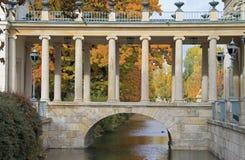 Brücke Warschaus im königlichen Bad-Park Stockbild