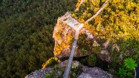 Brücke zu Ausblick blauen Bergen Australien Stockbild