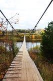 Brücke zur anderen Seite des Flusses Stockfoto