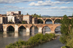 Brücken über dem Tarn in Albi lizenzfreie stockbilder