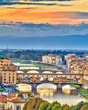 Brücken über der Arno-Fluss in Florenz Stockfotografie
