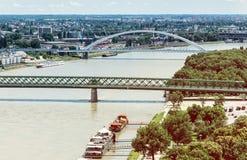 Brücken über der Donau in Bratislava-Stadt, Steigungsfoto Lizenzfreies Stockfoto