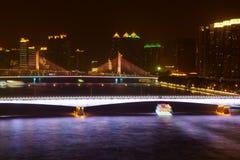 Brücken über Pearl River und Boote auf Fluss Lizenzfreies Stockbild