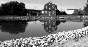 Brücken-Haus-Schwarz-Weiß Lizenzfreie Stockfotografie