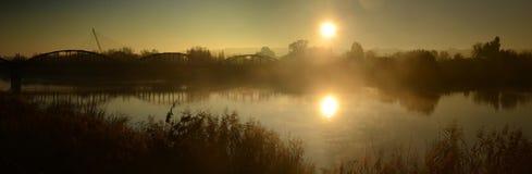 Brücken im Nebel Stockbild