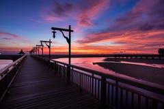 Brücken-Sonnenuntergang und Farbhimmel Lizenzfreie Stockfotografie