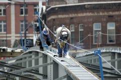 Brücken-Stahlaufbau-Schweißer Stockfoto