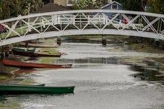 Brücken und Boote Stockfoto