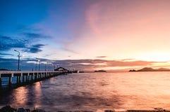 Brücken und goldener Himmel Stockfotografie