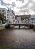 Brücken- und Palme in Luarca Lizenzfreie Stockbilder